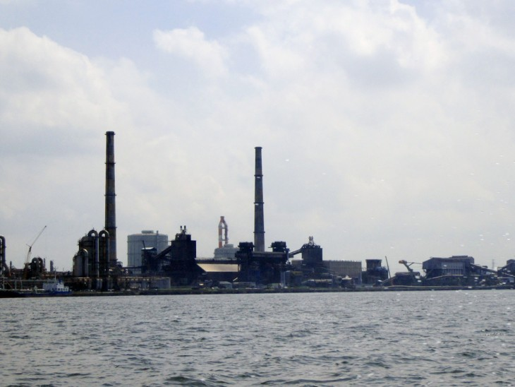 △海から見る製鉄所