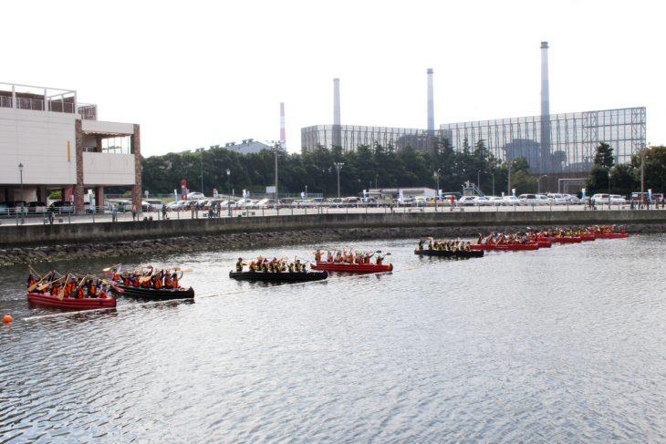 △1回目の予選終了後には、エキシビジョンマッチとしてEボート大会初の10艇レースが行われました。