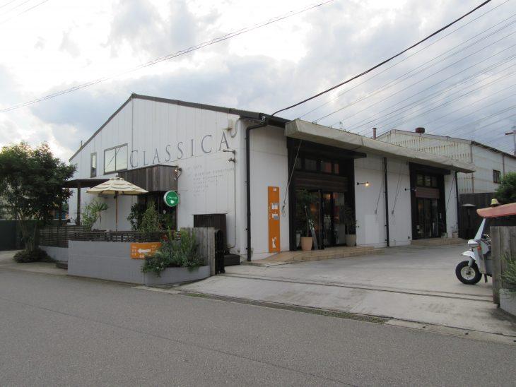 △インテリア家具を販売しているCLASSICAさんと一体の建物の中にあります。