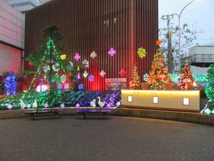 △センシティ×そごう千葉店 「地元小学生がデザインしたクリスマスツリー」