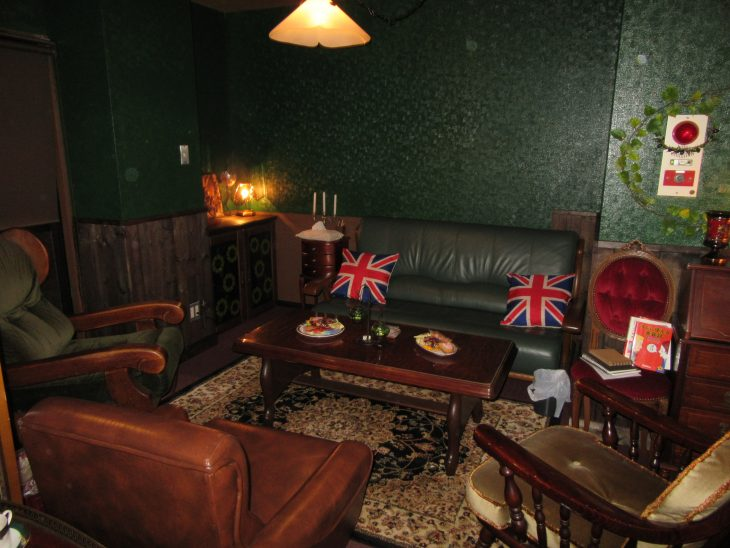 △お客様がリラックスして英会話が楽しめるよう、家具やインテリアもこだわり抜いた物が置かれています。