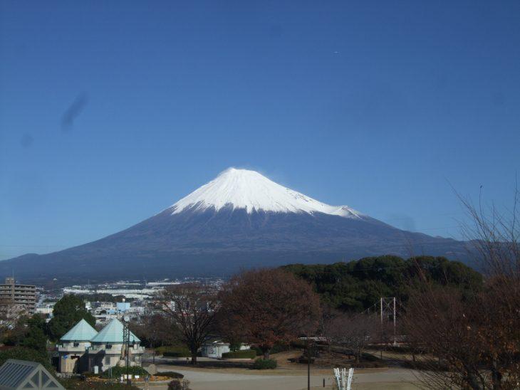 △午前中の富士山です。雪化粧がとても綺麗です。