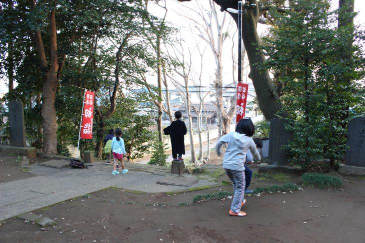 △子供たちが境内で遊んでいる姿にどこか懐かしさを感じました。