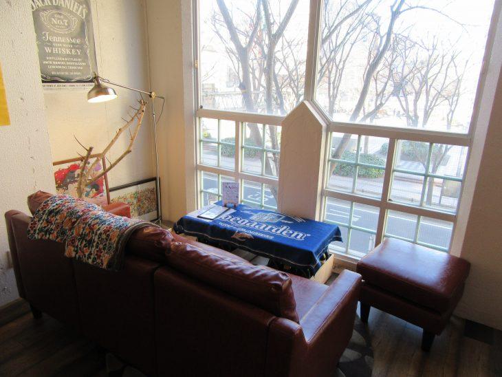 △ソファー席からは中央公園を眺めながらお食事をすることができます。