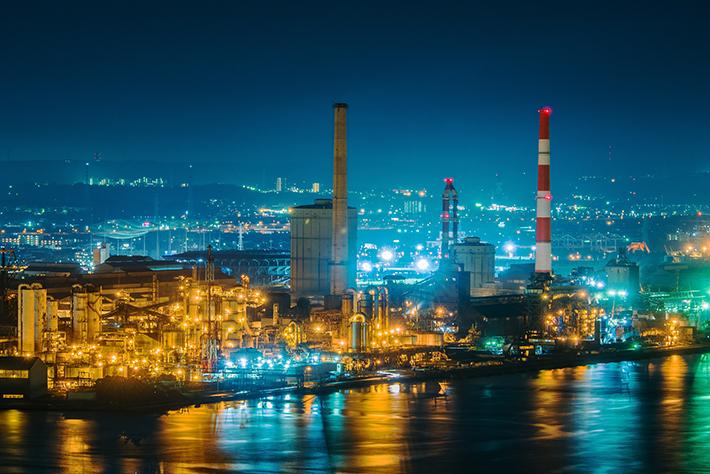 海に浮かぶ情景!展望台から眺める工場夜景