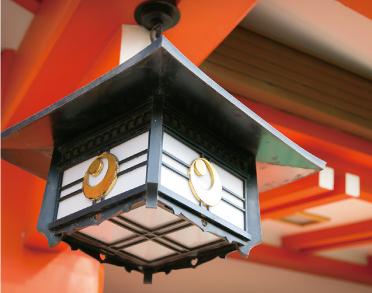 千葉神社にはいたるところに妙見信仰の流れを汲む月星紋が見られる