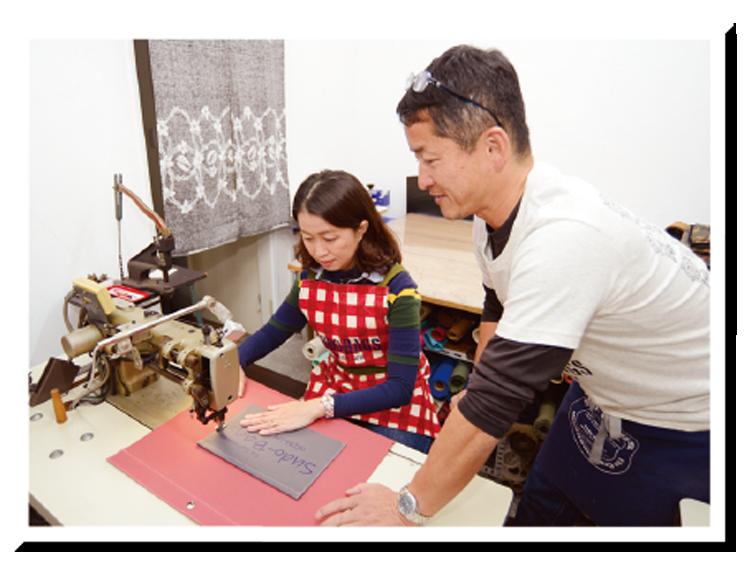 ▲厚手の生地を縫い上げるため作業は工業用ミシンを使います